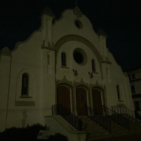夜の教会怖いです