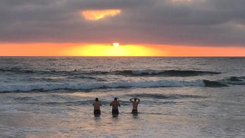 太陽見えてきたー!・・・けど、あの3人が物凄くベスポジ!!