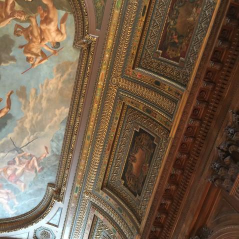 天井と壁の境目
