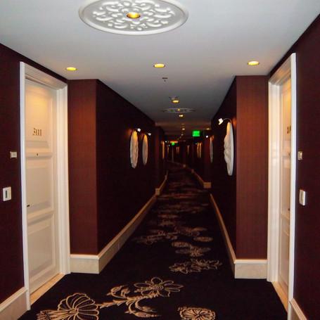 Wynn Suite Corridor.JPG