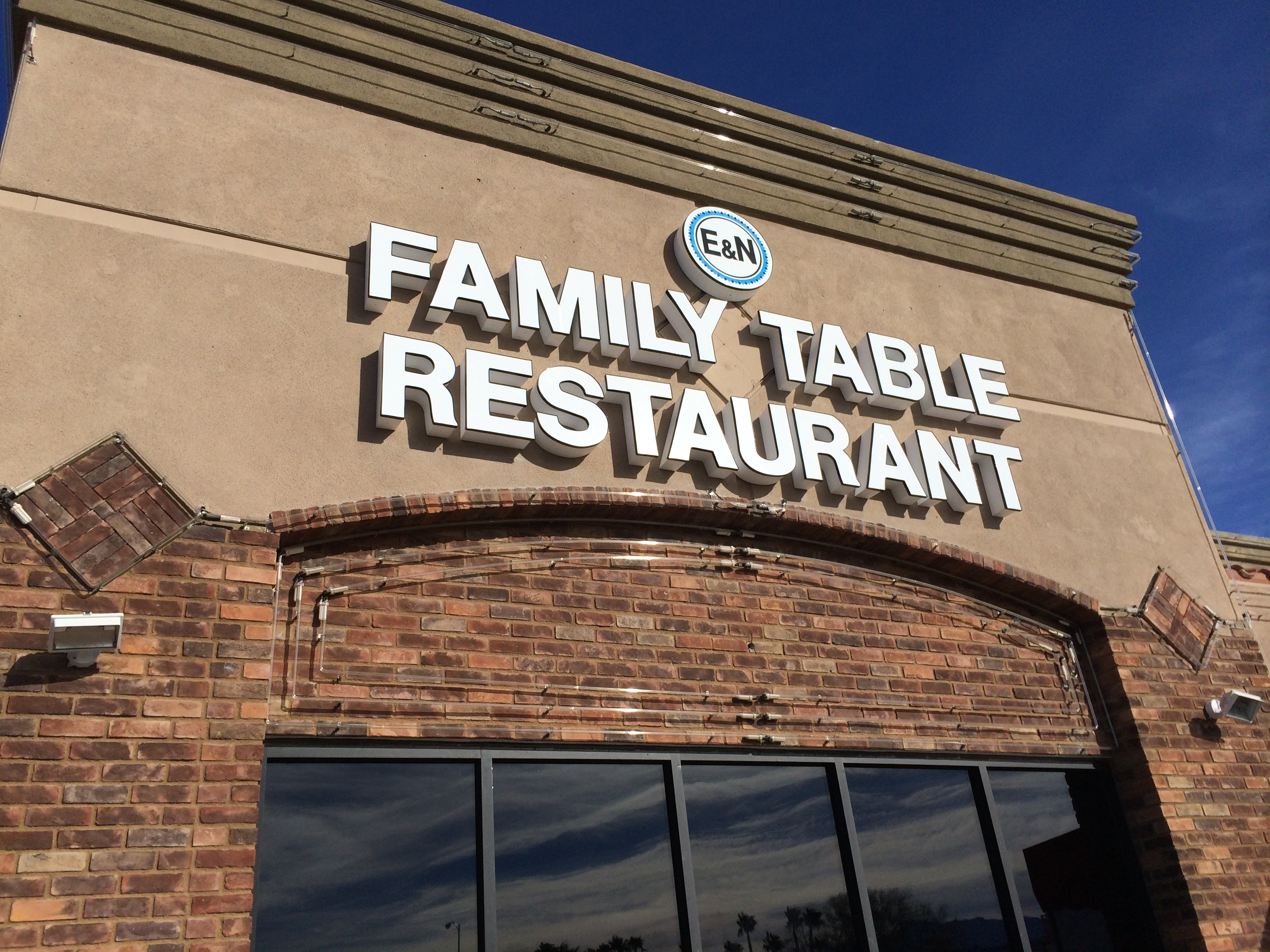 Family Table Day Signage