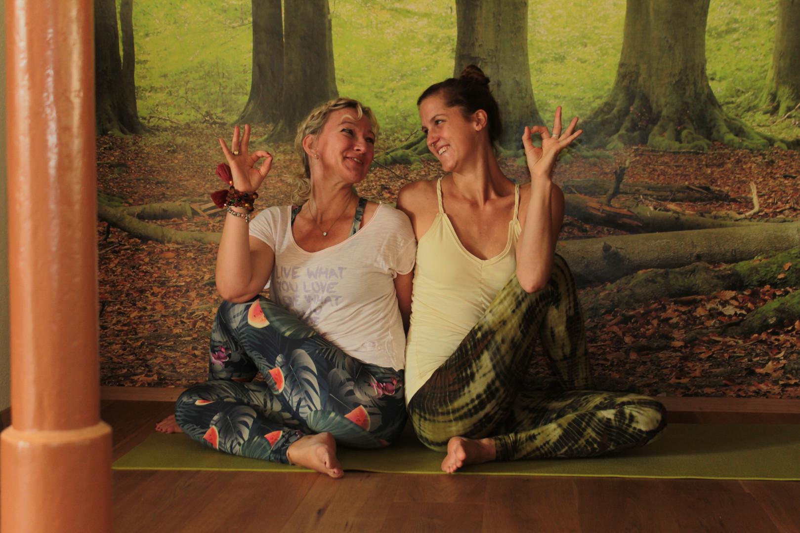 Sandra & Simone im Yogastudio