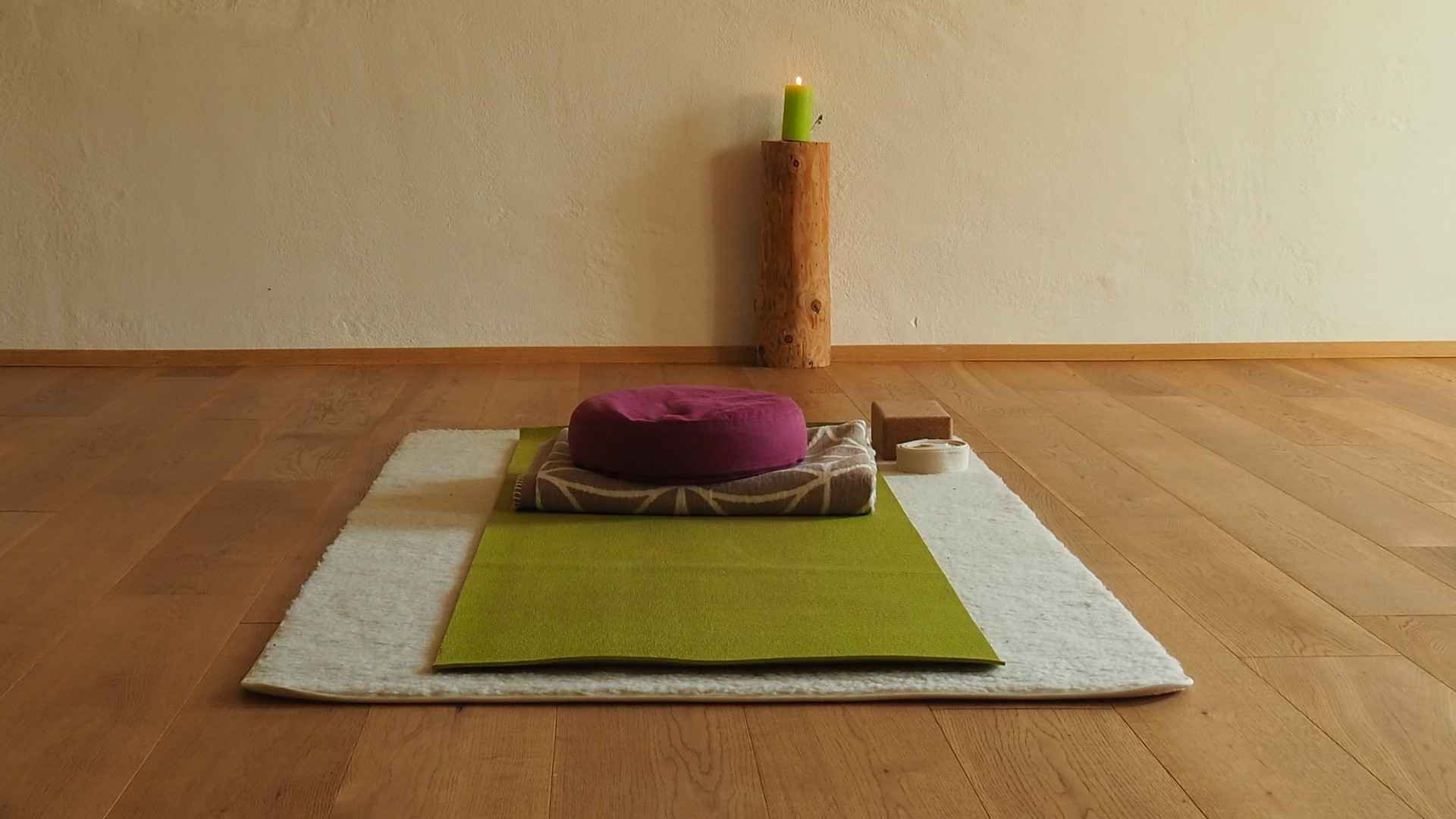 Yogamatte mit Hilfsmittel YOGACASA