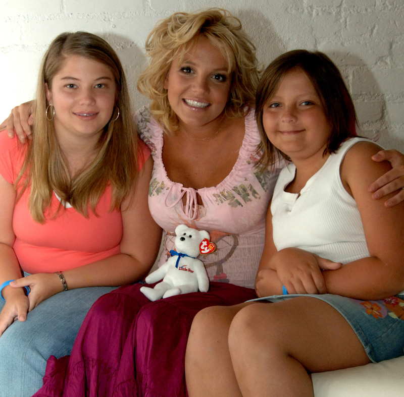 Little Star arranges Britney Spears to surprise ovarian child patient.