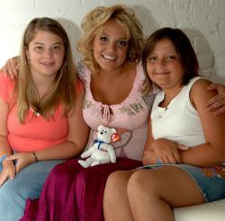 Little Star arranges Britney Spears to surprise ovarian child patient.
