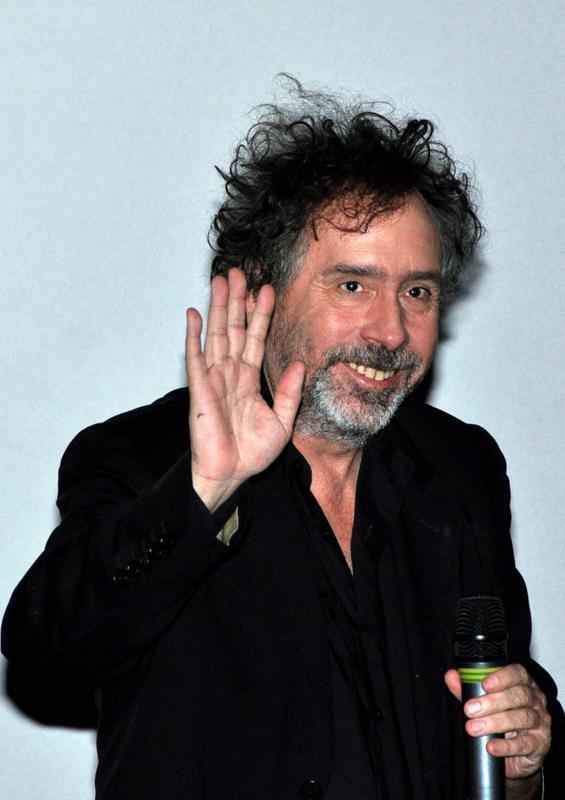 Le réalisateur Tim Burton, enfant introverti et solitaire, a su déployer son talent et sa personnalité à l'âge adulte