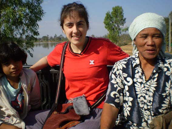 Catherine Cantenot avec des amis thaïlandais