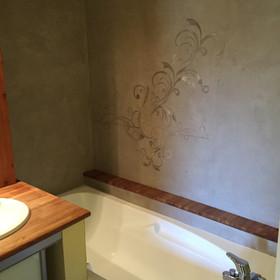 mur de baignoire en béton ciré , dessin en béton en sur épaisseur dans des nuances camaieux