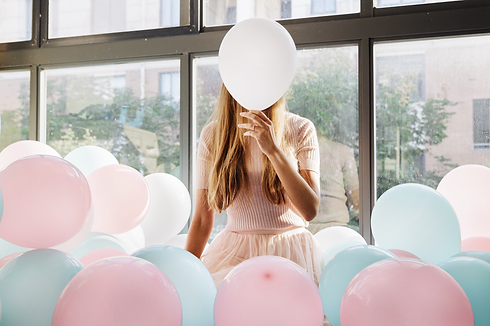FOREVER-FLOATING-WOMAN-WITH-BALOONS.png