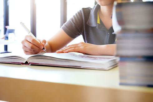 education-idea-concept-reading-researchi