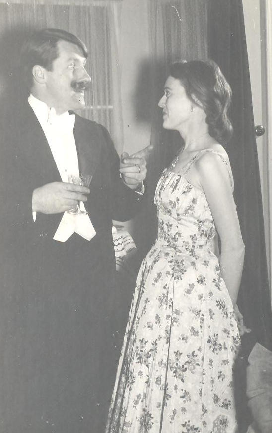 1959 The Reluctant Debutante, Nov (3).jp