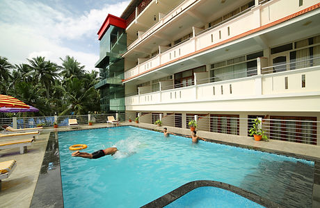 samudratheeram-resort-kovalam-swimming-p