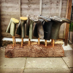 Chestnut & hazel welly boot stand