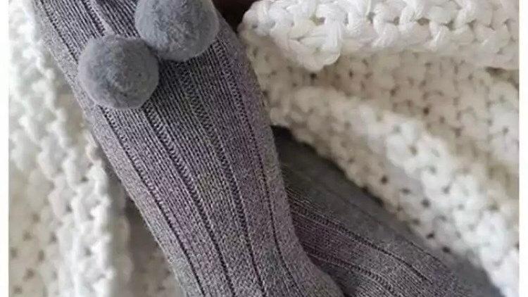 Pom Pom knee socks