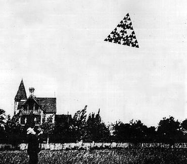 Triangle UFO kite