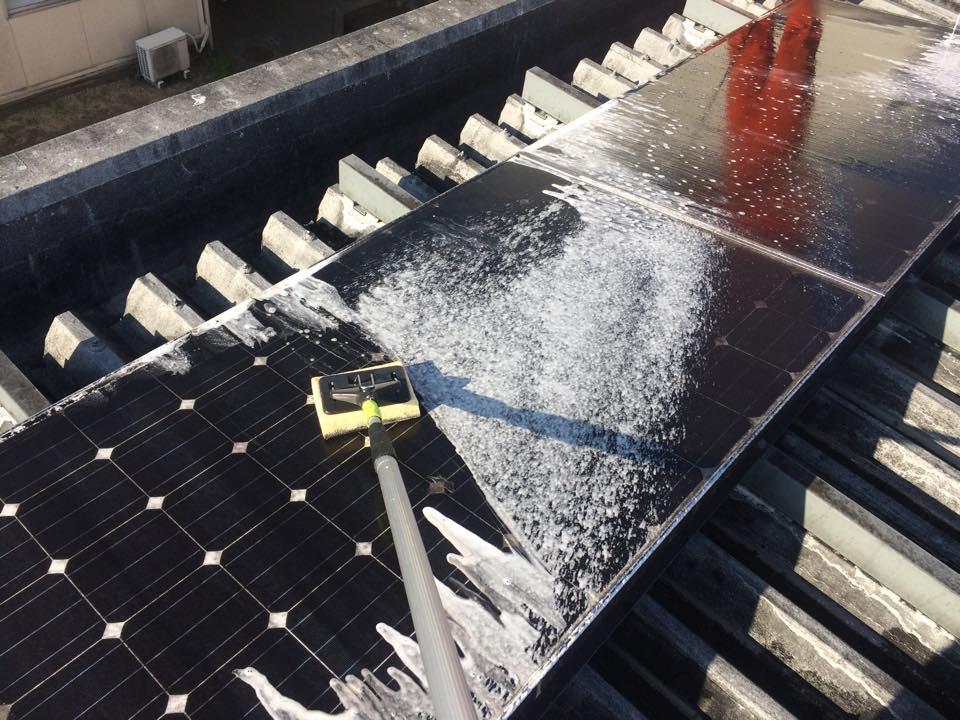 姫路市 食品工場屋根上 洗剤洗い