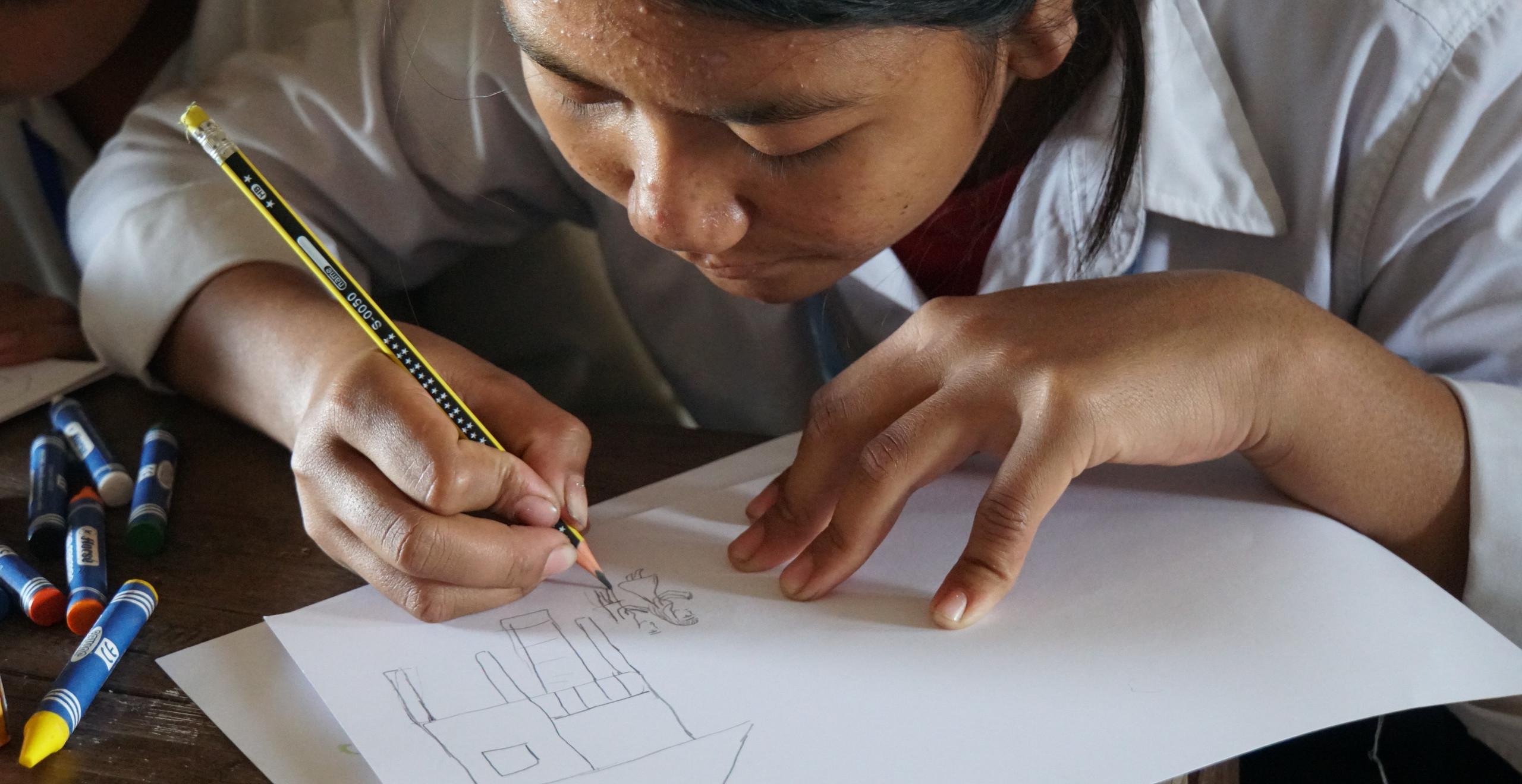 鉛筆で絵の下書き