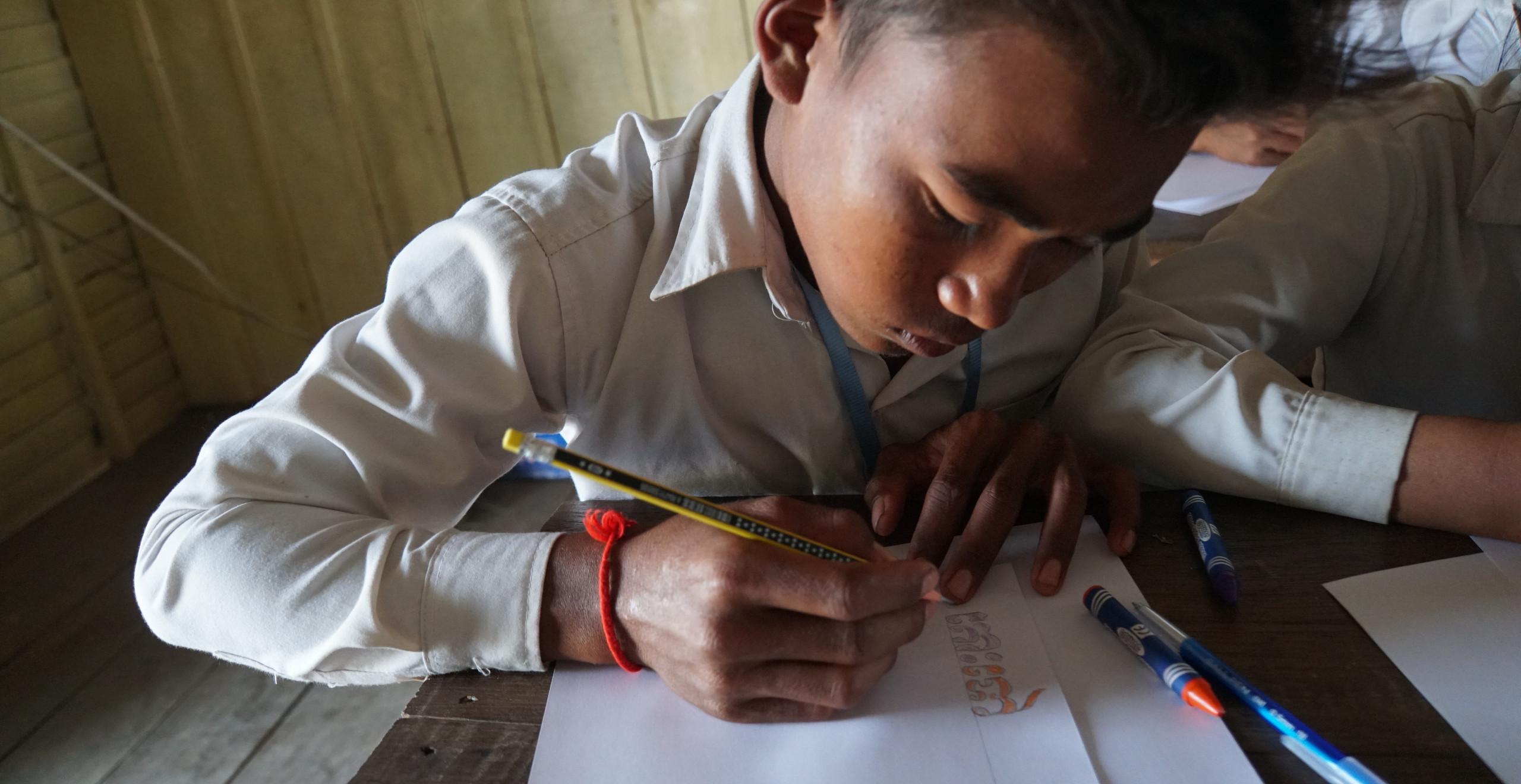 クメール語の装飾文字を色ぬり