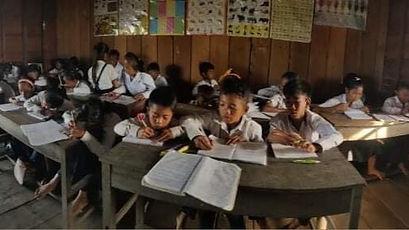 再開した教室での授業を受ける子ども達