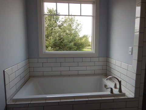 109 Elkhorn-MB-Tub, Window, Evergreen-4-