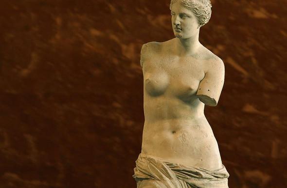 Retrouvez la femme cachée du musée du Louvre