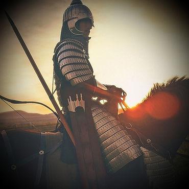 Orléans, mai 1429. La ville est assiégée par les anglais. Pour la libérer, votre armée prévoit de lancer un assaut décisif dans moins de deux heures, sous le commandement de la célèbre Jeanne d'Arc. Or, celle-ci s'est volatilisée ! Il est impératif qu'elle soit là pour lancer l'assaut, sinon c'est perdu d'avance !  Vous  êtes chargé(s) d'une mission : la retrouver ! Ne trainez pas, le temps vous est compté...  Résolvez des énigmes pour venir à bout de cette enquête à Orléans.  Cette activité nécessite un smartphone.  Configuration requise : iPhone 6S + iOS 12.1 minimum - Android 5.0 minimum.