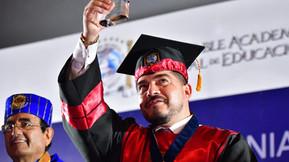 Zenyazen Escobar García recibe distinción Honoris Causa de la Academia Mundial de Educación