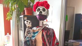 Preparándonos para el Día de Muertos... ¡con su sana distancia!