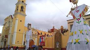 Catrín y catrina monumentales en Plaza Lerdo, Xalapa