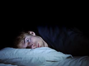 La oscuridad parece viva: sufrir parálisis del sueño