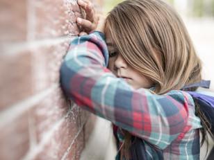 Qué causa la depresión en niños y adolescentes