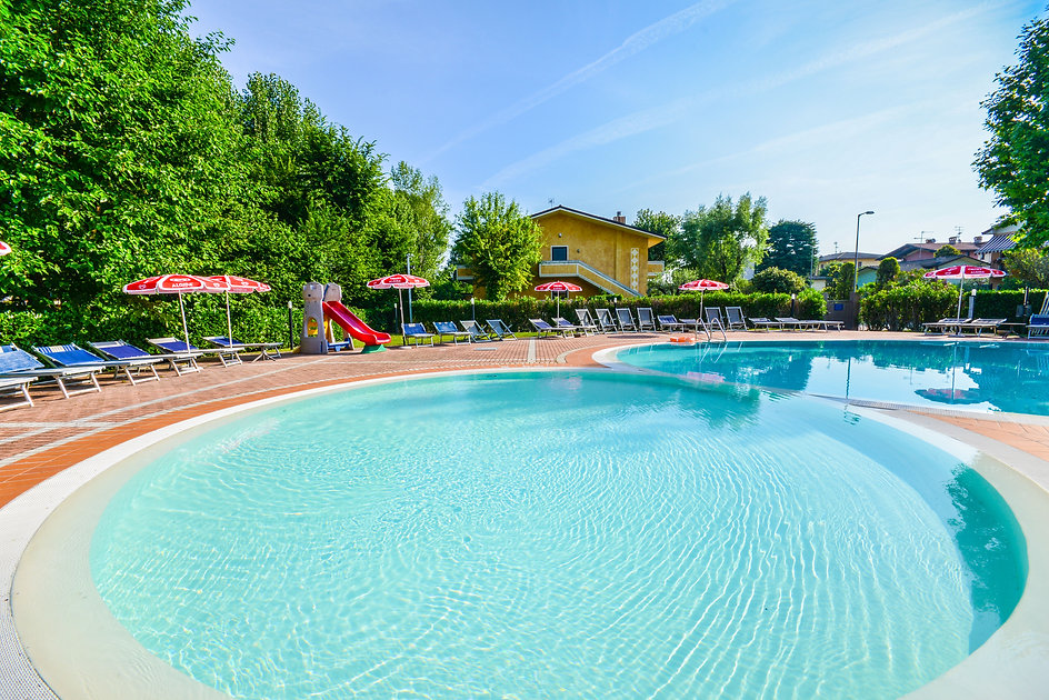 Piscina Hotel Riel