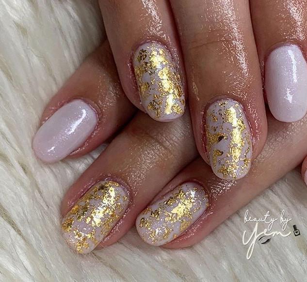 I love nail leafing •_•_Someone please g
