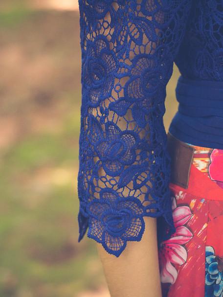 Look saia floral Saiaria e blusa rendada