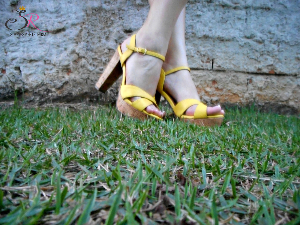 sandália-amarela