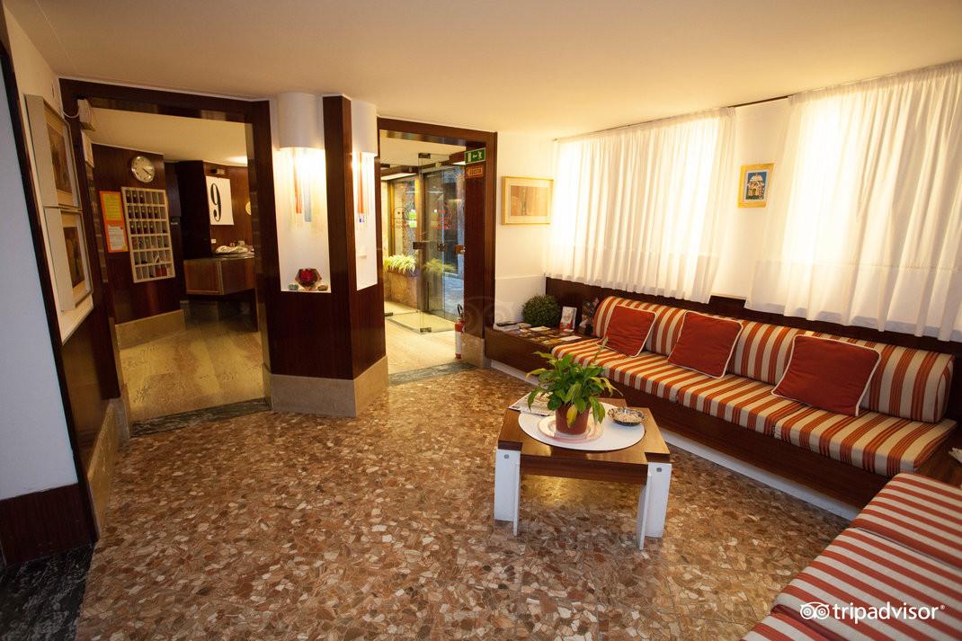 lobby--v15050295.jpg