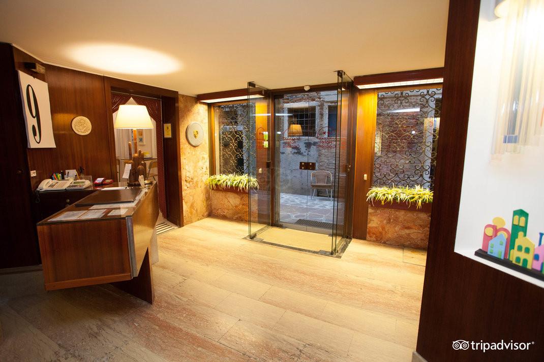 lobby--v15050183.jpg