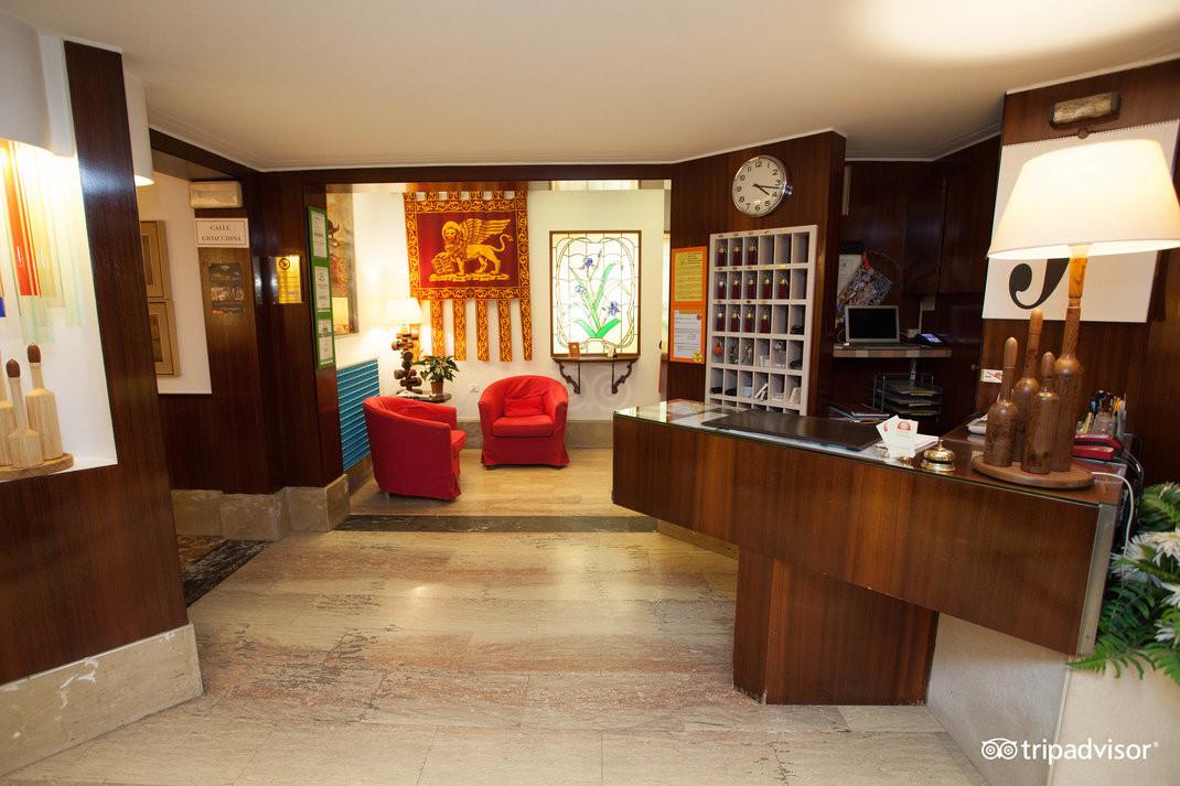 lobby--v15050042.jpg