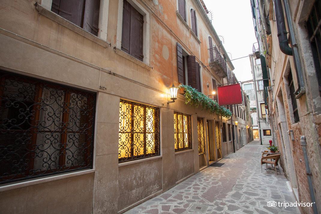 street--v15050166.jpg