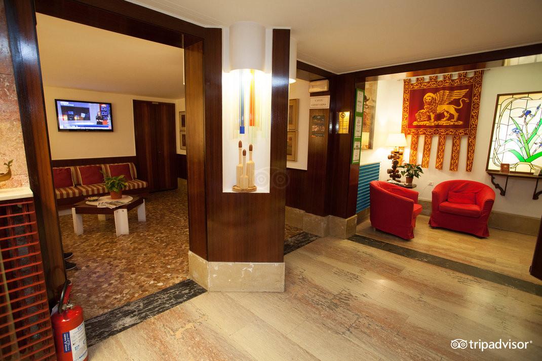 lobby--v15050181.jpg