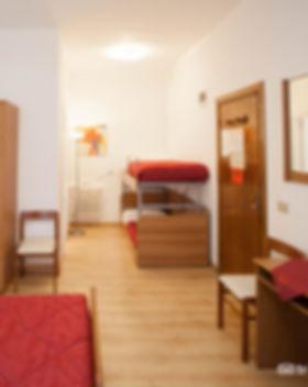 quadruple-family-room--v15050008.jpg