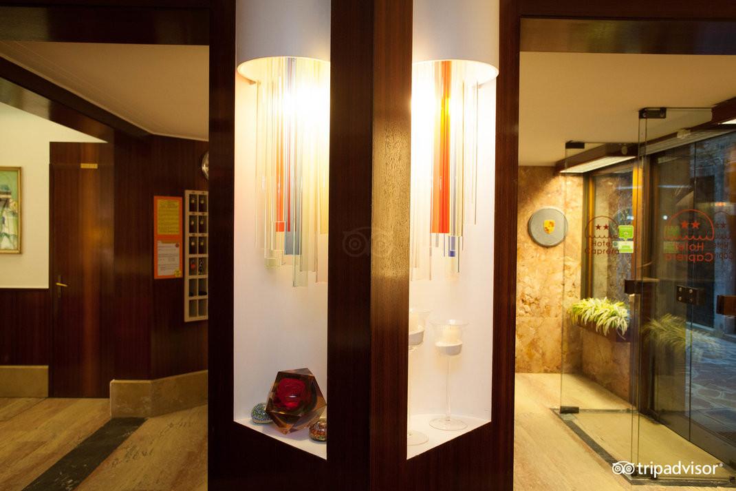 lobby--v15050095.jpg