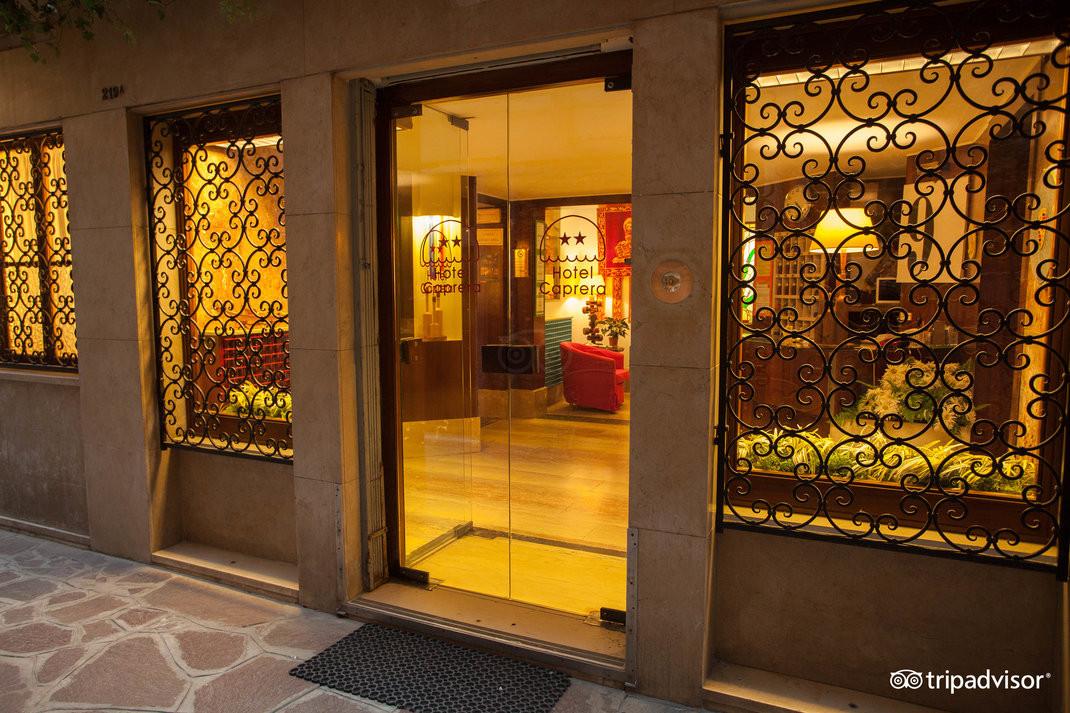 entrance--v15050272.jpg