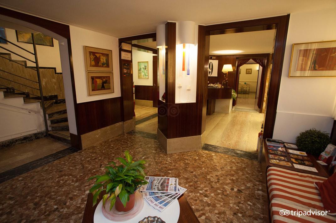 lobby--v15050162.jpg