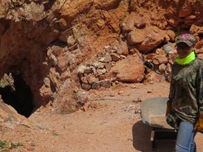 Entrada a una cueva en San Felipe Cerro Viejo Mina de Ópalos