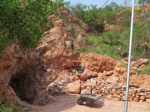 Uso del malacate para la limpieza de la Cueva.