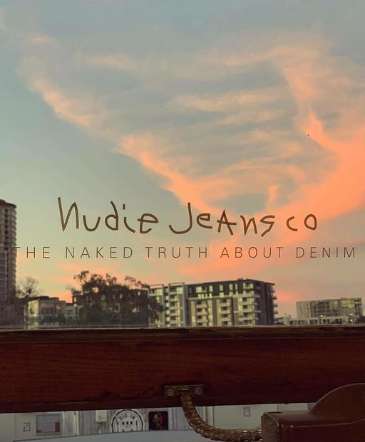 トップスもイイ感じのNudie Jeans