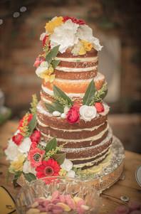 naked wedding cake strawberry