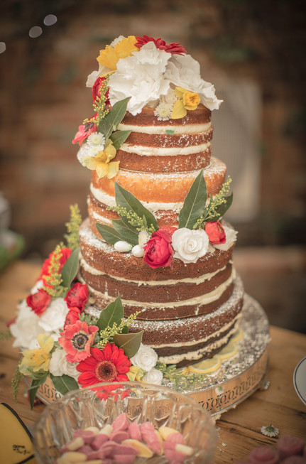naked wedding cake strawberry