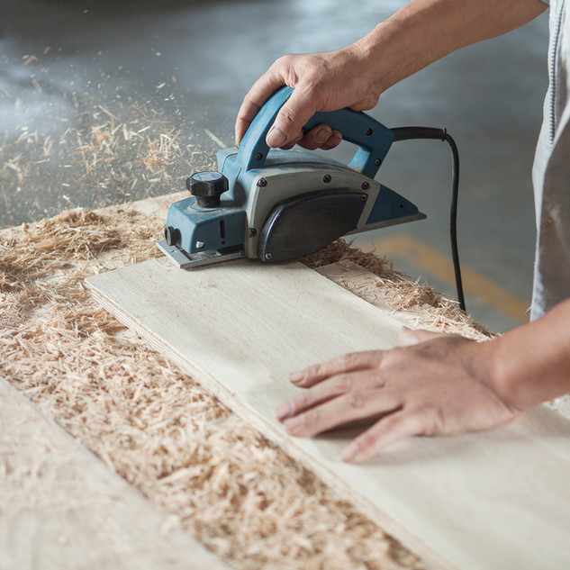 Carpenter au travail